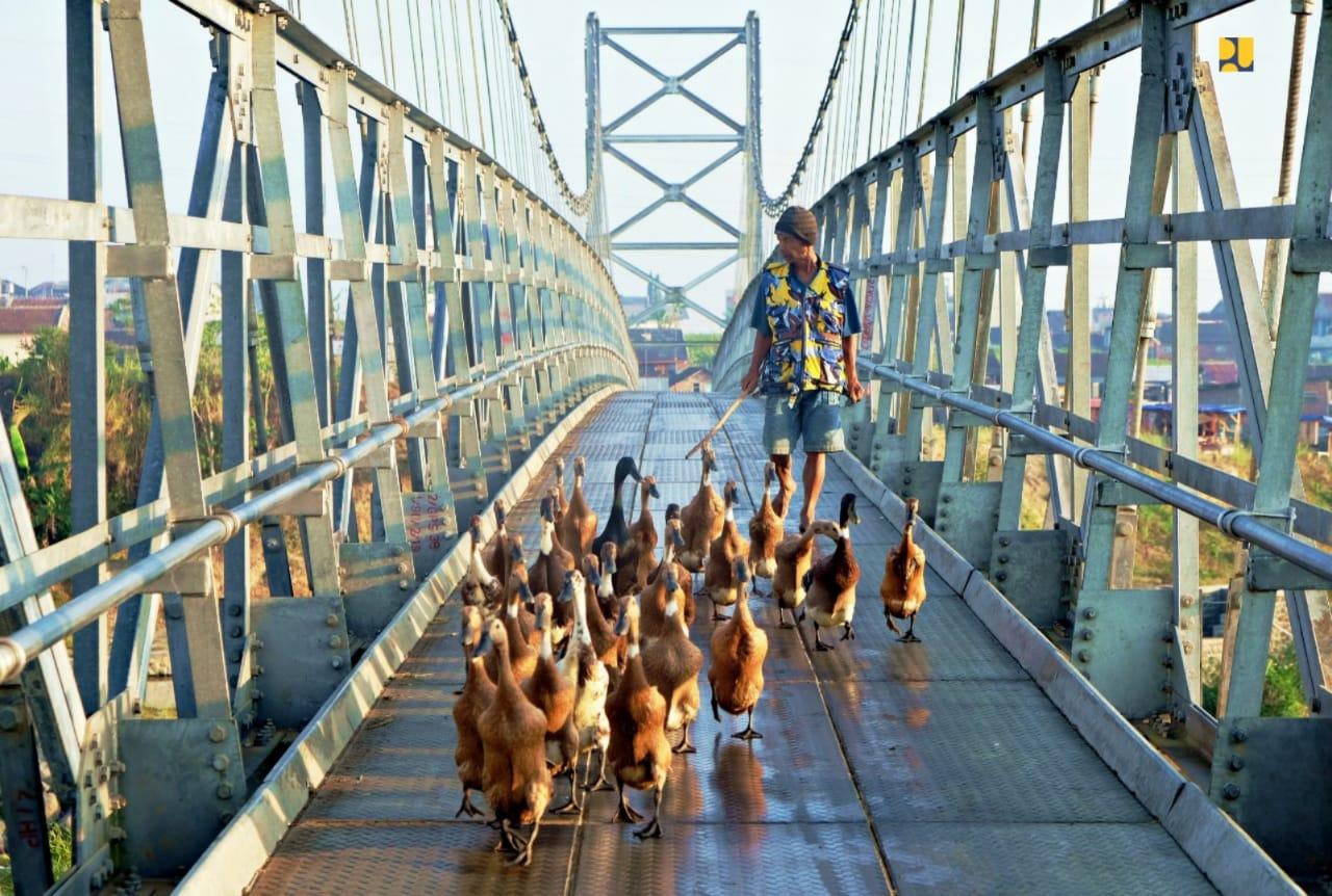 Salah satu jembatan yang dibangun Kemepupr   Foto : Kementerian PUPR
