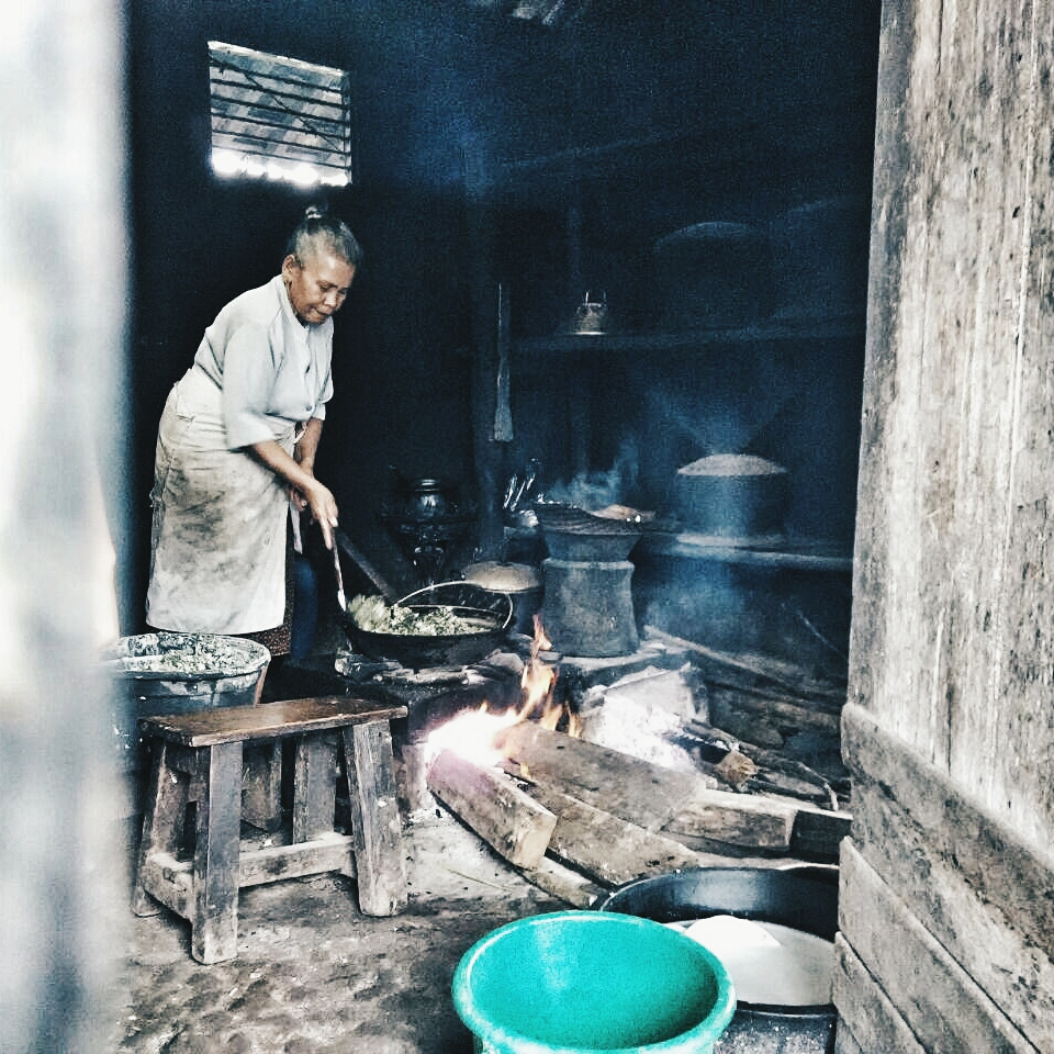 Dapur sekaligus warung Mbah Lasmi