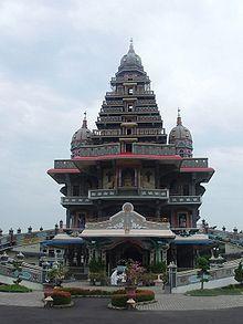 Gambar 9. Gereja Annai Velangkani (source: wikipedia.com)