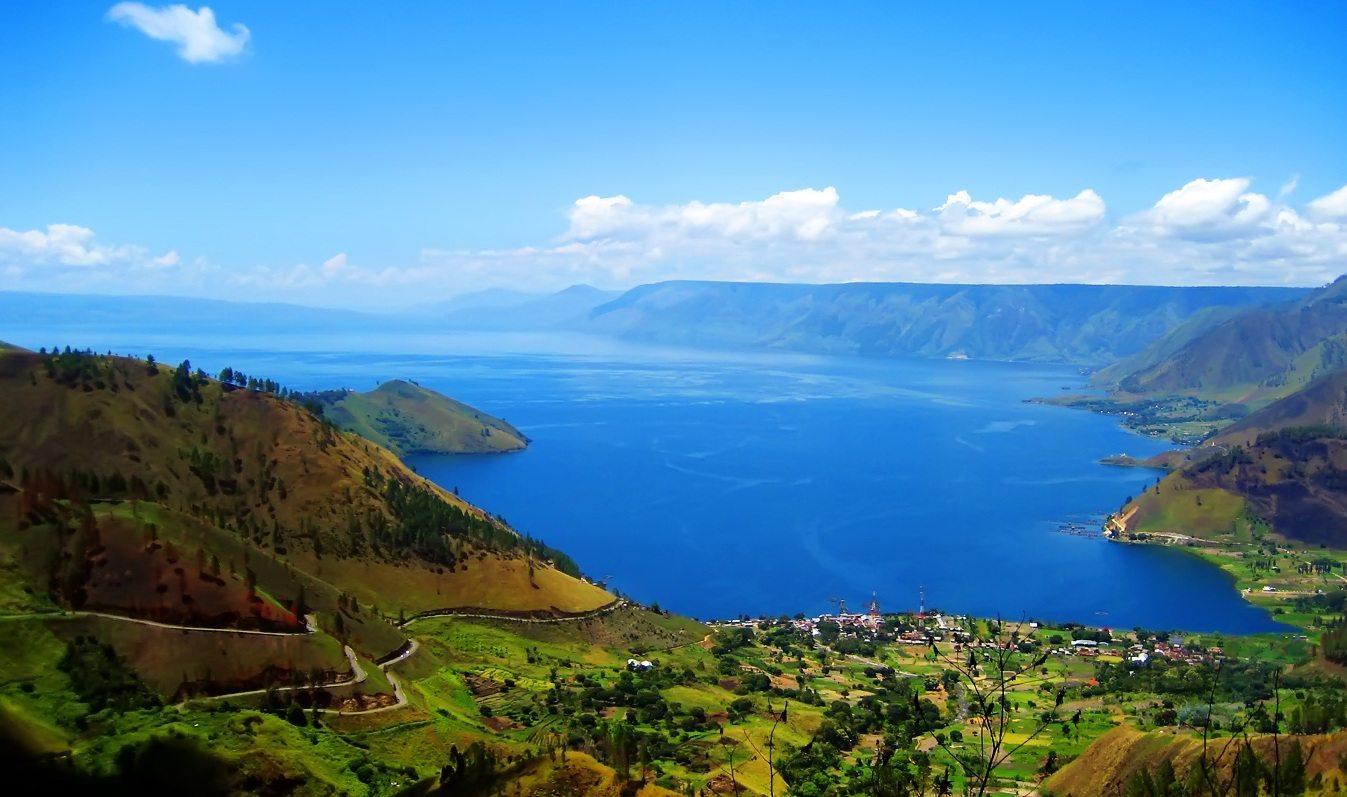 Gambar 1. Ini Danau Terbesar se- Asia Tenggara lho. (Source: https://maritim.go.id/pesona-danau-toba/)