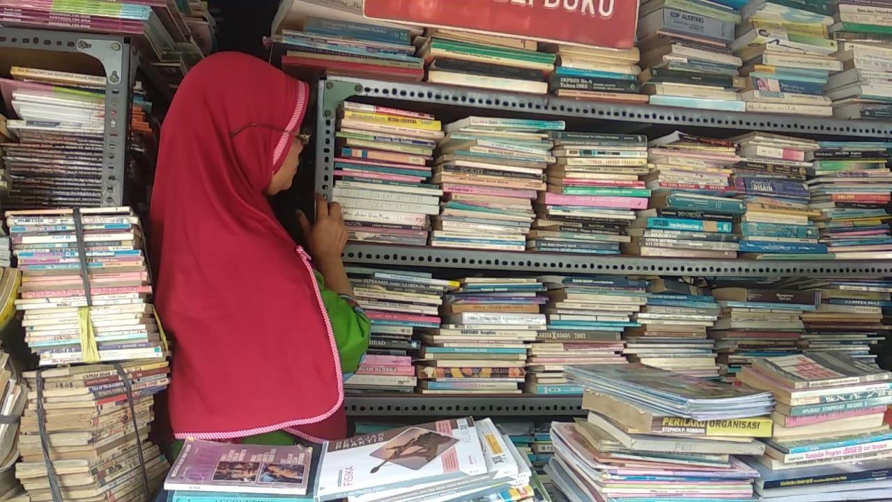 Kios Buku Stadion Diponegoro l Foto: ayosemarang.com