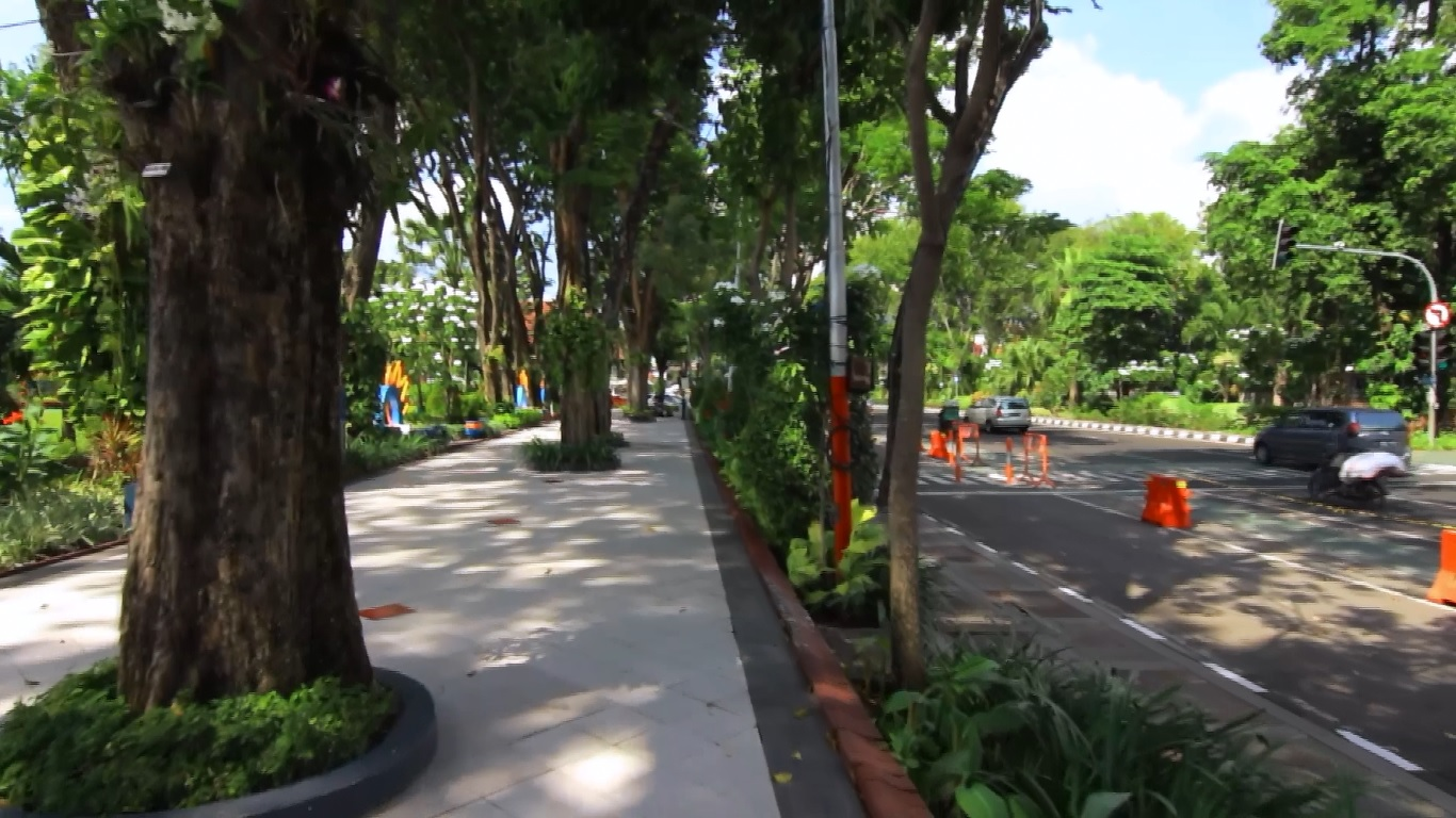 Jalur pedestrian, memanjakan pejalan kaki Surabaya | rypp08.blogspot.com